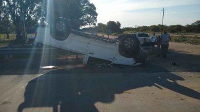 Photo of Una camioneta volcó tras chocar un camión de Castex. Video.