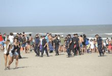 Photo of Cerraron el ingreso a una playa en Mar del Plata por la cantidad de jóvenes concentrados