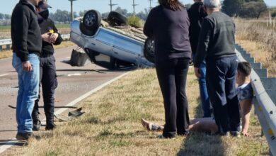 Photo of Vuelco entre General Pico y Trenel: El conductor salió despedido del auto